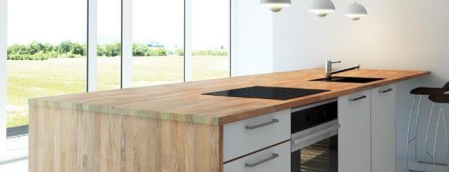 Valg er bordplade til køkken og badeværelse er for mange en vigtig beslutning. Læs mere om hvilke typer af bordplader der findes: massivt træ, laminat, kompakt laminat og coretop #xlbyg #gørdetordentligt #gørdetselv #buildbymodulia #bordplade #køkken #materiale #træ