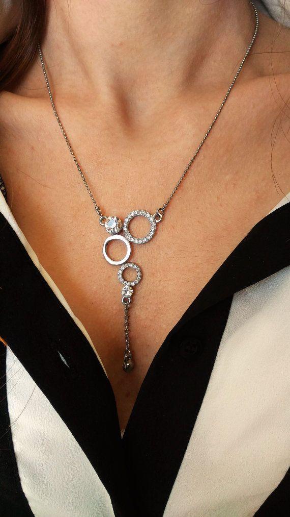 elegante collana di tre anelli  semplice, minimalista ma elegante pezzo  Regno di pietra moderna collana cerchio sarà aggiungere bellezza alla