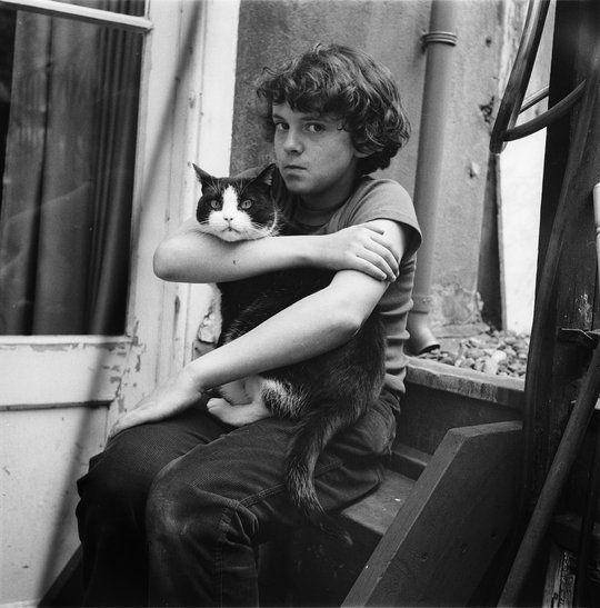 Eva Besnyö enfant et chat