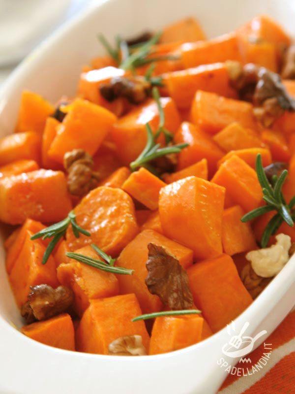 Carote saltate in padella con noci: un secondo piatto vegetariano o un contorno ricco per fare il pieno di vitamine e minerali!