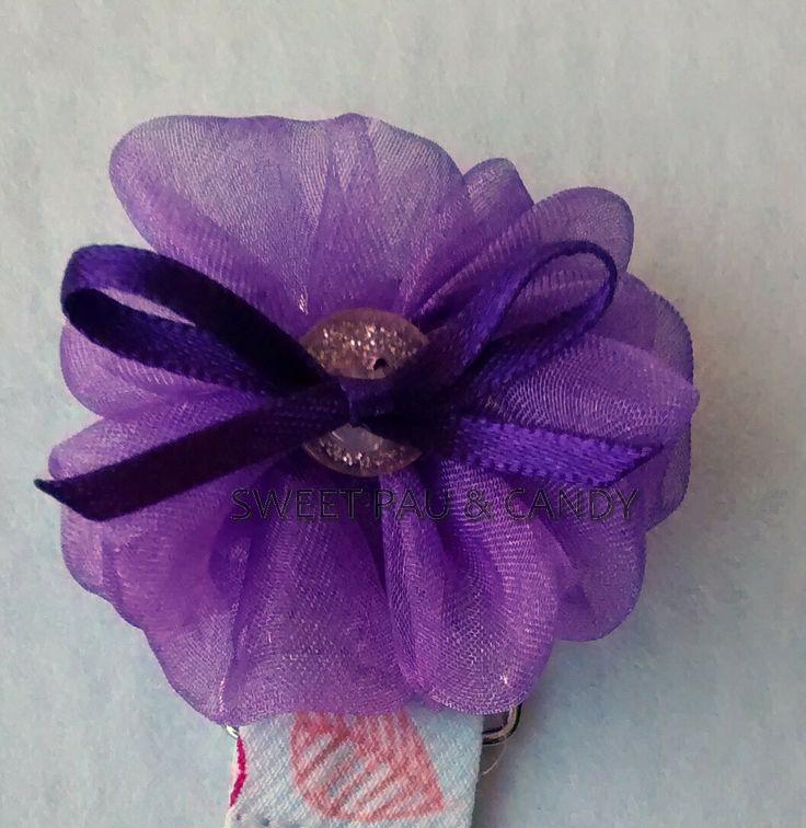 Moñita cinta organza con lacito raso y botón. Cubre pinza chupetero. Hecho a mano, handmade,diseños exclusivos