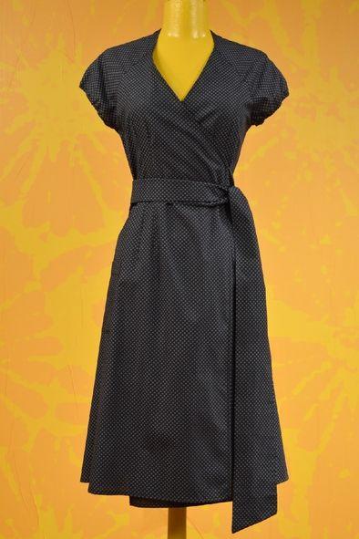 Porter cette robe myosotis est un délice ! Robe cache-coeur,
