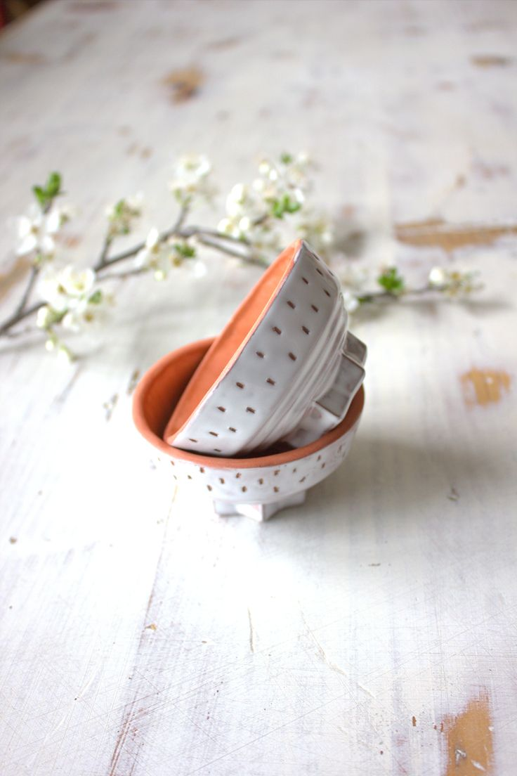 Small Handmade Terracotta planter, ideal for a small cactus, succulent or airplant (not included in listing)    Organic shape, terracotta body    Rustic milky white glaze with small hue variations     Height: 4.5cm  Diam.: 7.5cm    You will get ONE planter