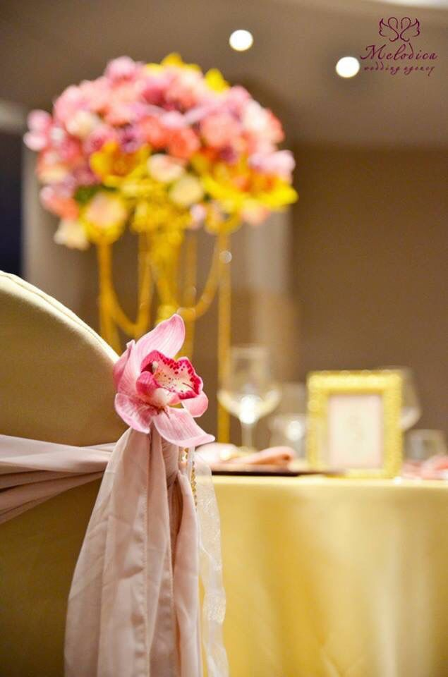 Detail of the gold and dusty pink decoration by Melodica Wedding Agency!