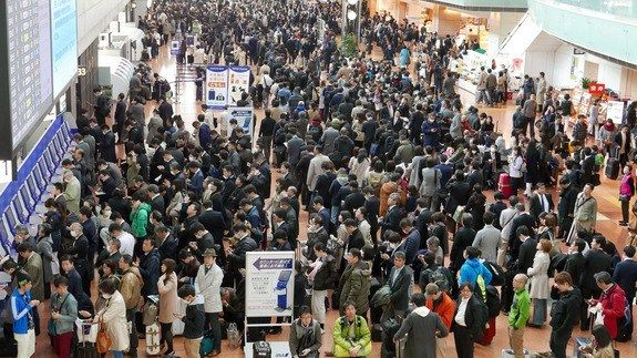 Airline system glitch in Japan grounds 120 flights leaves 16000 stranded http://ift.tt/1U42Rpx  More than 50 airports across Japan were the scenes of major chaos Tuesday when national airline carrier All Nippon Airways (ANA) experienced an outage on its check-in system for its flights.  According to Japan Times the system went down at around 8:20 a.m. local time. The airline quickly posted a notice on its website apologising for delays and cancellations due to a system malfunction.  The…
