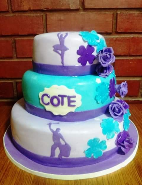 #dance #fondant #flowers #cake by Volován Productos  #instacake #puq #Chile #VolovanProductos #Cakes #Cakestagram #SweetCake