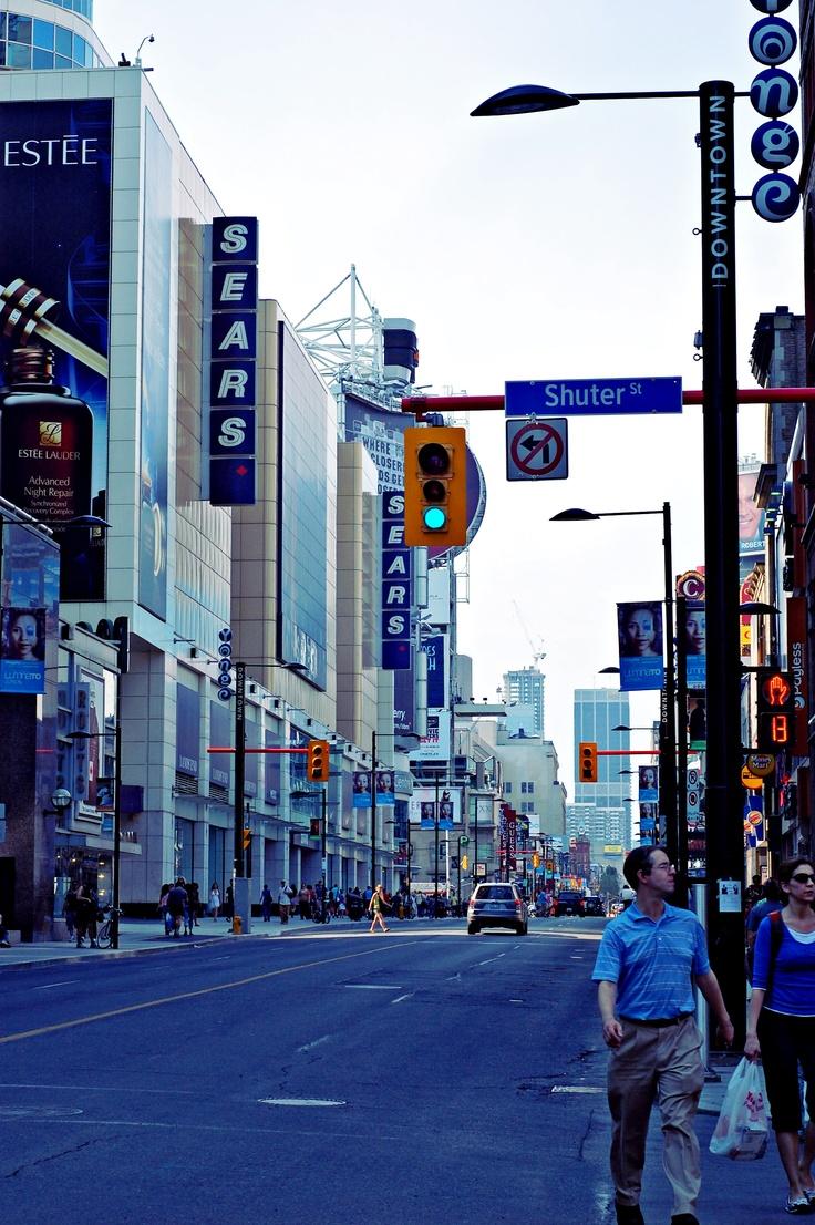 Yonge Street, Toronto // Tracy Zhang Photography
