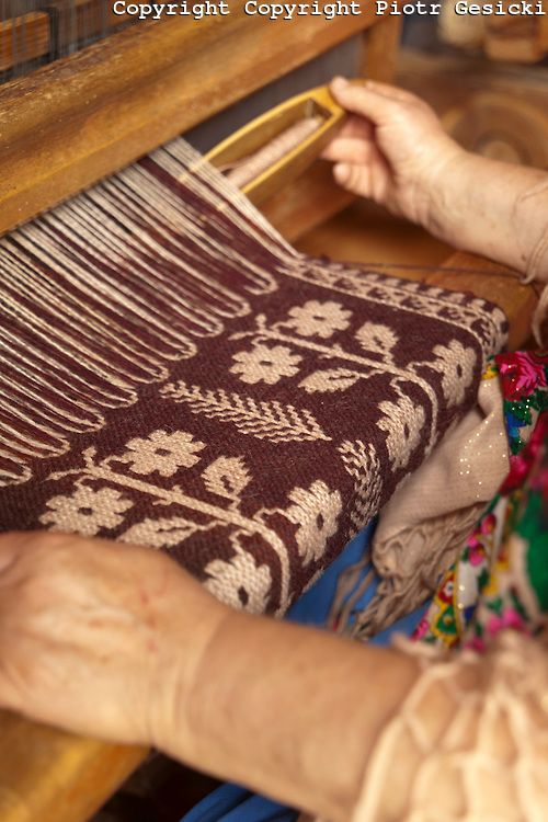Traditional two warp fabric workshop in eastern Poland photography by Piotr Gesicki