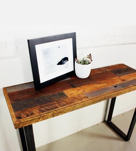 Reclaimed Wood Patchwork Hall Table. De aquí salió la idea de la encimera.