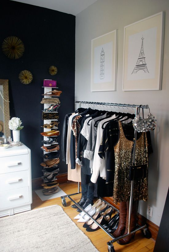 Walk-in dressing room with clothes rail and cool shoe rack
