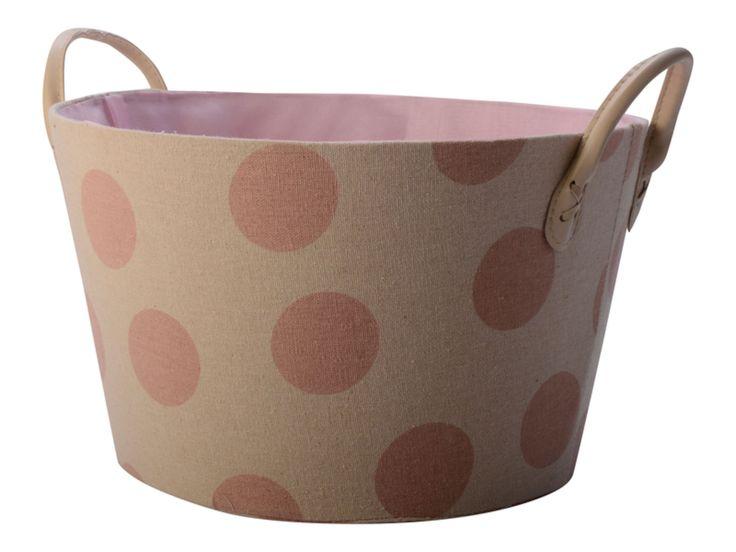 FORM Living Förvaringskorg Prick, Rosa är en funktionell och snygg förvaringskorg att förvara leksaker och gosedjur i. Korgen blir en snygg detalj i barnrummet och canvas-tyget gör korgen slitstark och stabil.<br><br>Mått: Diameter: 30 cm Höjd: 18 cm <br><br>Material: Canvas/bomull<br><br>Färg: Brun/rosa<br>