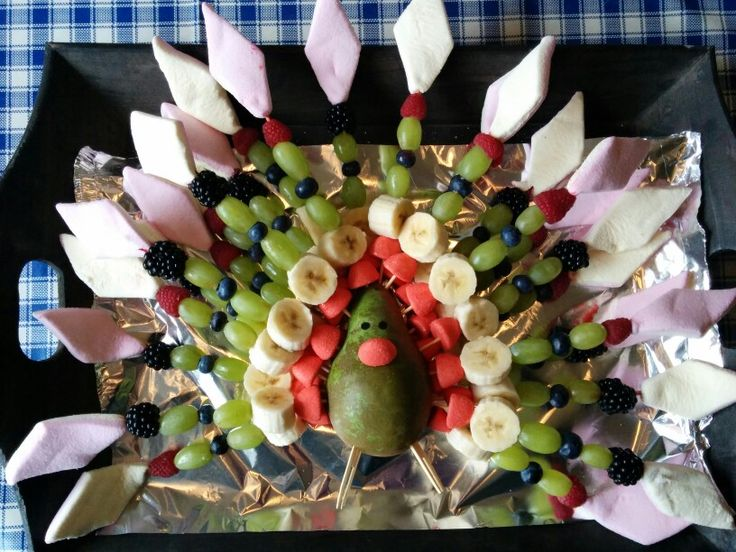 Traktatie pauw met fruit en snoep