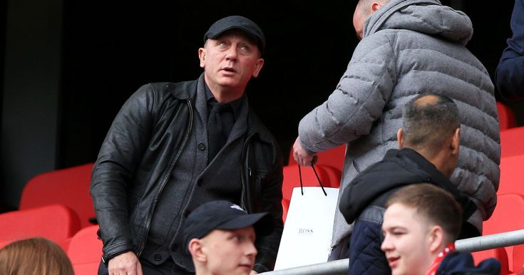 Chester-born Daniel Craig under fire for supporting Liverpool FC - Chester Chronicle