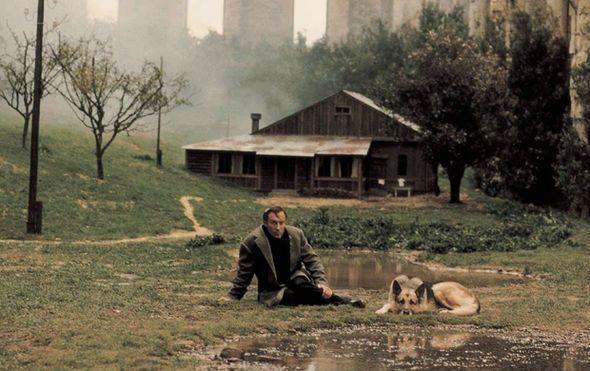 20 советских фильмов, которые Гарвардский университет посчитал обязательными к просмотру.   «Ностальгия» Режиссер — Андрей Тарковский (1983)