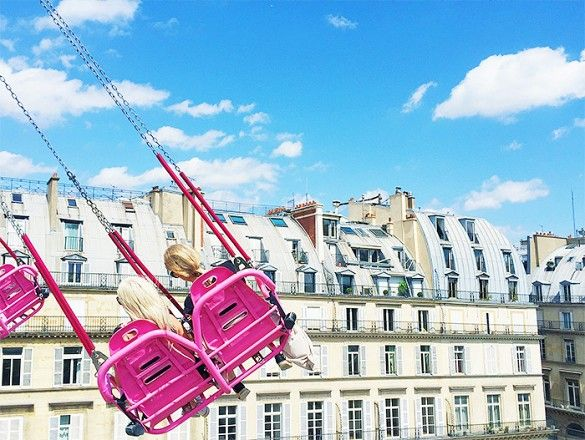 Instagram Spot: The pink swings at the Jardin des Tuileries Summer Carnival // Photogenic Spots in Paris