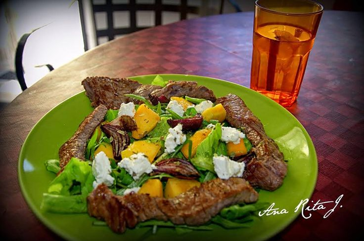 As Delícias das Guerreiras: Salada de bife grelhado