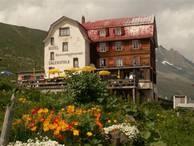 Hotel Galenstock, aan de furkapass....jaaaren geleden, een nachtje doorgebracht hoog in de bergen, tussen de koeien, de bergbloemetjes, de vreugdevuren en hele gezellige mensen. Super kneuterig, prachtige omgeving!