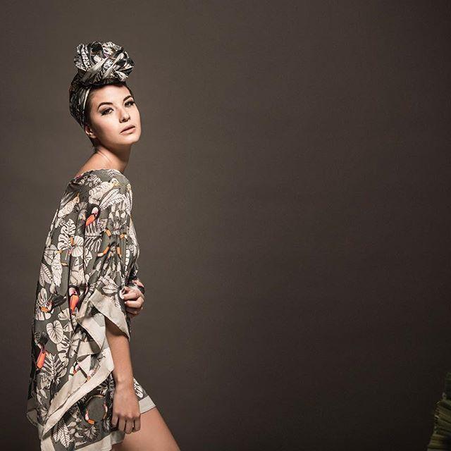 Nuevo KAFTAN de nuestra colección TUCANA! #kaftan #coverups #beachwear #antilopebeach #prints #patterns #turban  Fotografia: @eldelasfotos maquillaje: @makisposada producción: @modemodelosyproduccion Styling: @limunera modelo: @tatianavelezf