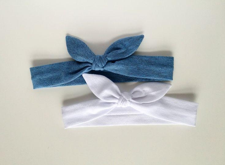 Dwie opaski pin up biała niebieska a'la jeans - MadebyKaza - Opaski dla niemowląt