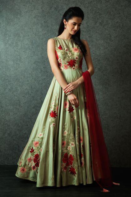 Shop Luxury Indian Wedding Attire for Women, Men, Designer Jewelry | BenzerWorld