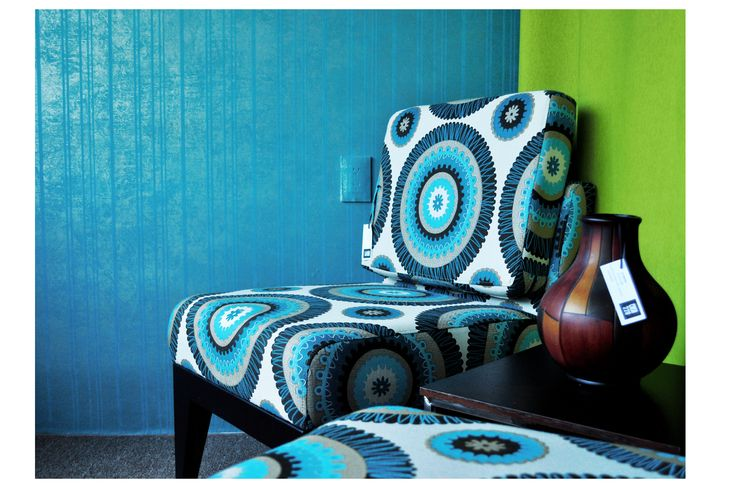 Sillón Texas con tapizado Zusanis Jarrón decorativo  Tapiz La Veneziana