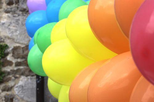 balloonbannerDIY06: Helium Balloon, Balloon Decor, Balloon Banners, Birthday Parties, Banners Diy, Diy Tutorial, 1St Birthday, Rainbows Balloon, Parties Ideas