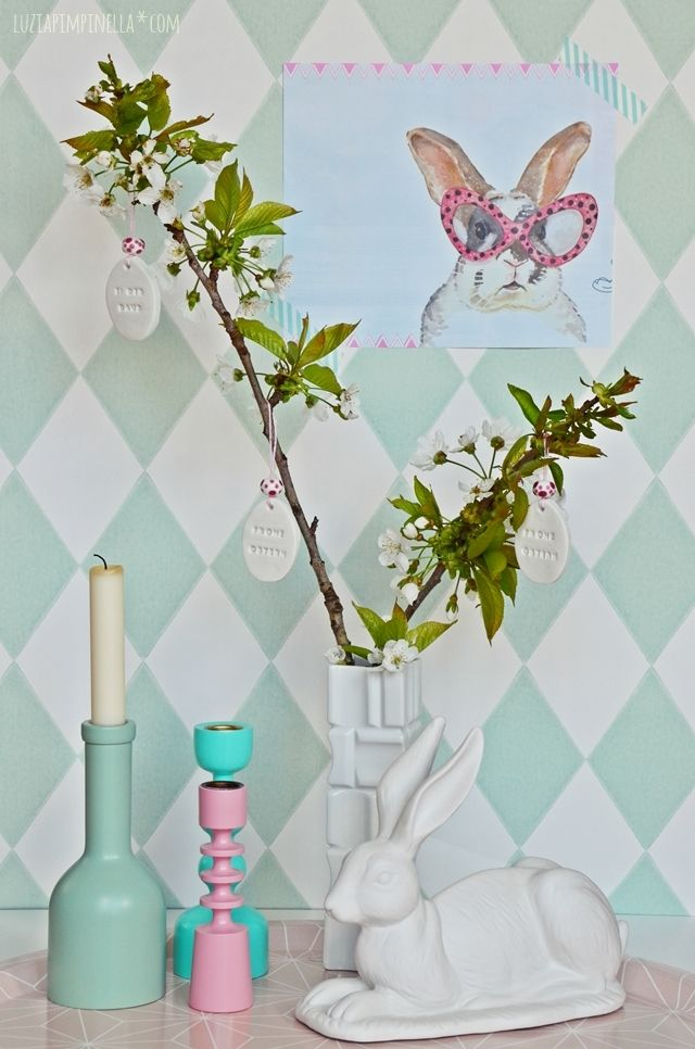 Easter decoration using Brigitte message stamp http://www.miaderoca.com/en/home-accessories-3/kitchen-19/brigitte-cookie-stamp-for-messages-376.html