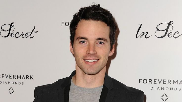 'Pretty Little Liars' Ian Harding Has A Girlfriend Which Means Ezria Fans' Hearts Are Breaking
