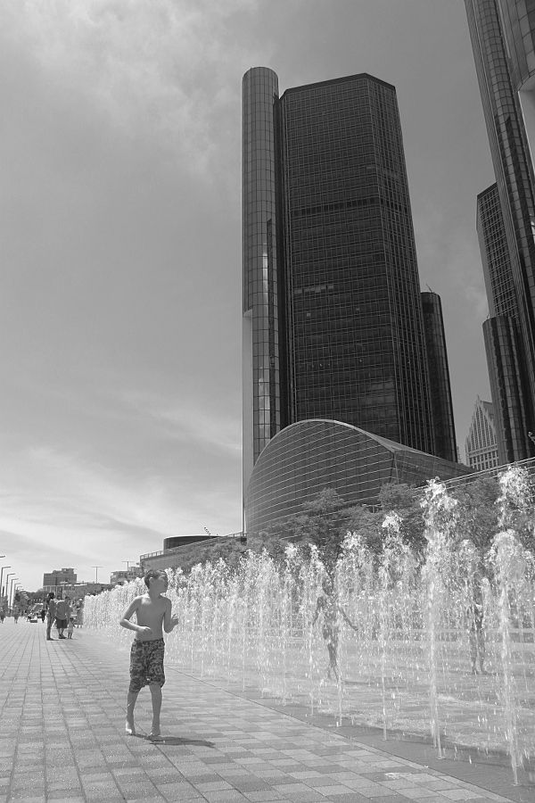 Fountain play by GM building, Detroit