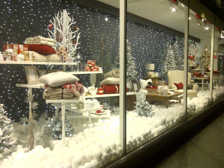 (A través de CASA REINAL) >>>>> winter wonderland forest windows display | Winter Window Displays