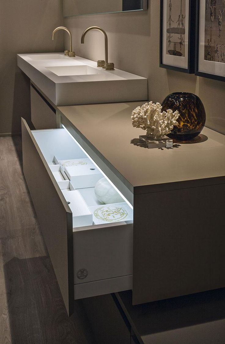 Detail of a drawer; Manhattan bathroom collection by Oasis.