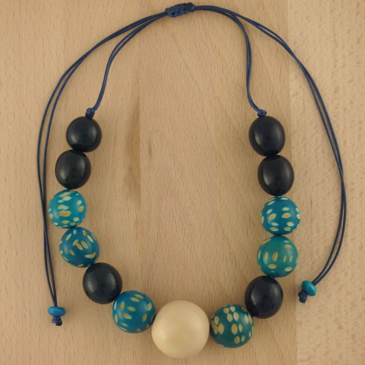 Collier ivoire végétal (tagua) CERCETA BLEU latino. Bijoux fait main ethnique chic. 29.90€