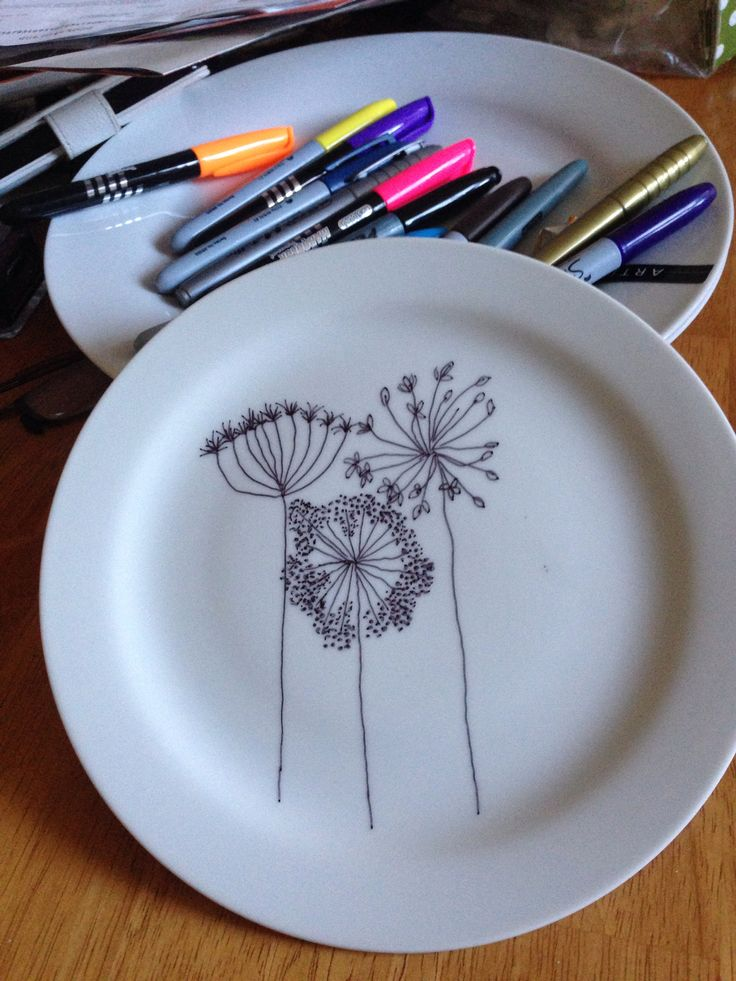 Drawing on plate...but I wouldn't wanna eat off it....only for exteriors of cups, saucers....