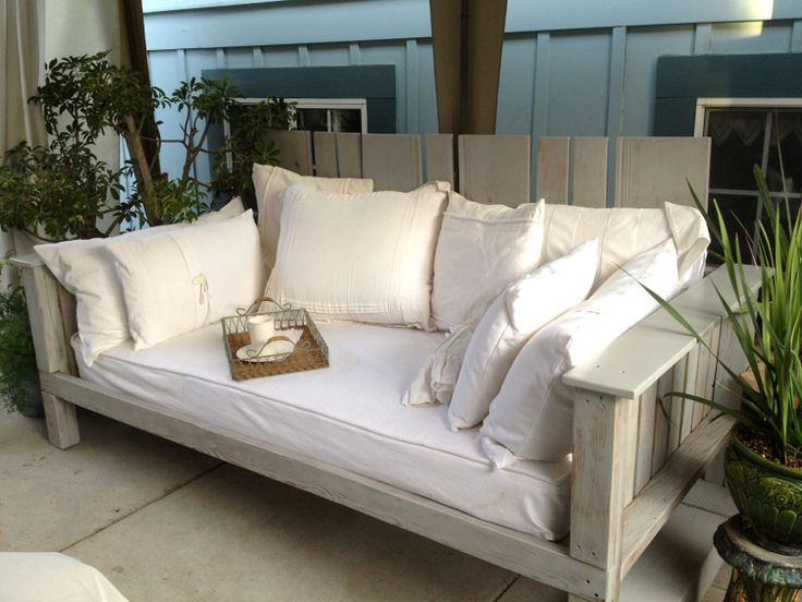 outdoor daybed made from pallets reclaimed wood