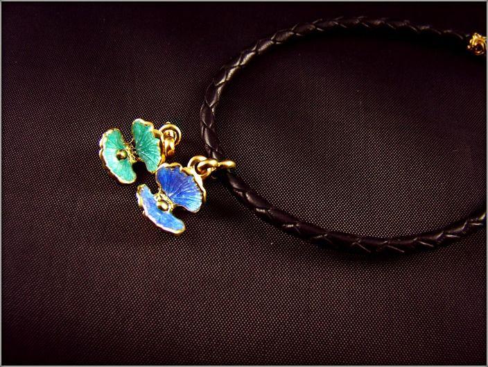 Ювелирный Кожаный браслет - ракушка Производитель GALANI #натуральнаякожа #браслетизкожи #кожаныйбраслет #шармракушка #подвескаракушка #браслетсракушкой #позолоченныйбраслет #ракушка #морскаяракушка #горячаяэмаль #позолота999 Jewelry Leather Bracelet-Shell Galani manufacturer Leather bracelet-Silver 925-Gold 999 #NaturalLeather #WovenLeather #TheBraceletofleather #leatherBracelet #SharmaShell #SuspensionShell #braceletwithashell #gildedBracelet #Shell #HotEnamel #Gold-999
