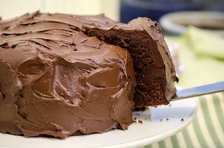 mørk sjokoladekake med sjokoladesmørkremglasur