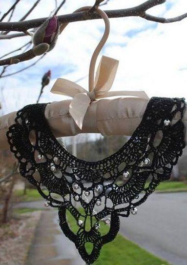 Вязаный крючком воротничок украсит даже самое скромное платье. Схема вязания воротничка крючком