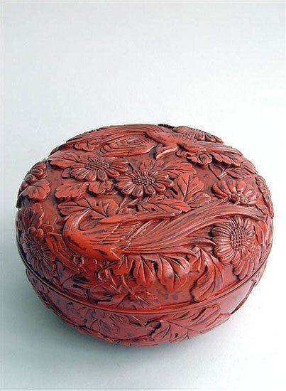 Kamakura-bori Box Japón Madera tallada lacada del siglo XIX