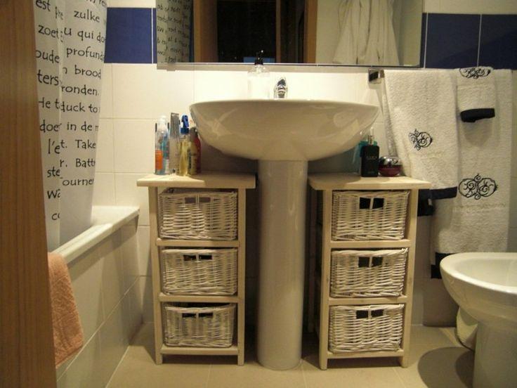 muebles de baño baratos con cestas de mimbre