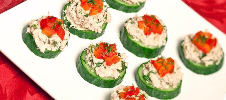 Komkommer met tonijn.. persoonlijk vind ik m lekkerder met plakjes courgette ipv komkommer!