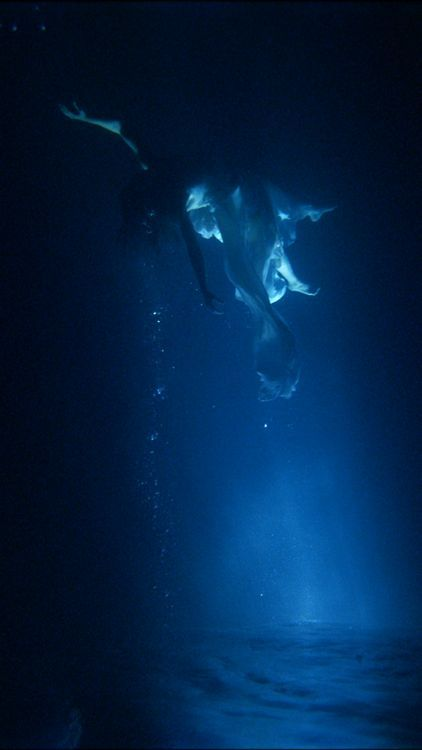 Isolde's Ascension (The Shape of Light in the Space after Death) - Bill Viola - 2005 - Castello di Rivoli, Torino