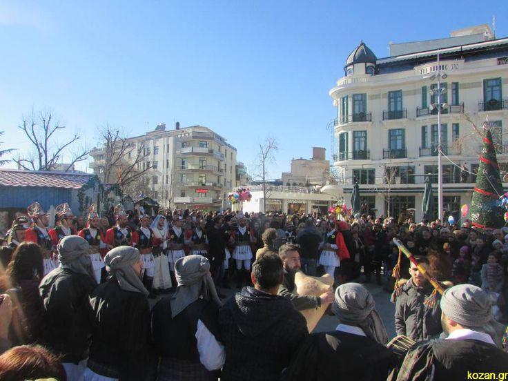 kozan.gr: Το «Μωμοέρια», στην κεντρική πλατεία της Κοζάνης, είχαν την τιμητική τους (Βίντεο & Φωτογραφίες) | Καθημερινή ενημέρωση για την Kοζάνη από το 2001 -- Κοζάνης Κοζανη kozani kozanh kozanhs KOZANI Πτολεμαίδα, ΠΤΟΛΕΜΑΙΔΑ