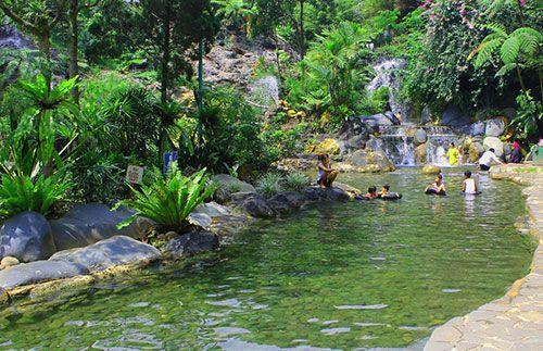 Nikmati liburan seru di Bandung dengan menikmati keindahan Gunung Tangkuban Perahu. Tidak hanya itu saja, Anda pun juga akan diajak untuk menikmati relaksasi di Pemandian Air Panas Sari Ater. HANYA Rp160.000