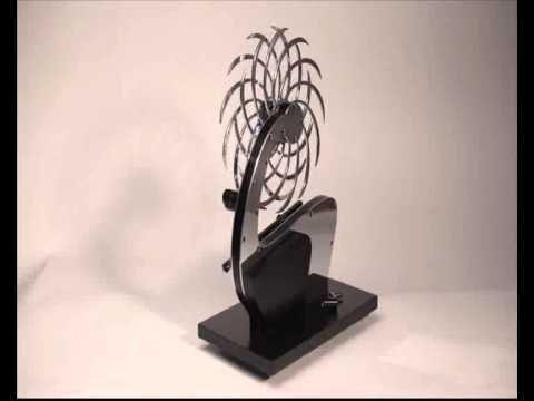 Escultura cinética de aluminio y madera. Duración del movimiento 4 horas Para más modelos y otras esculturas visítenos en: http://josevaldora.wix.com/jos-valdora