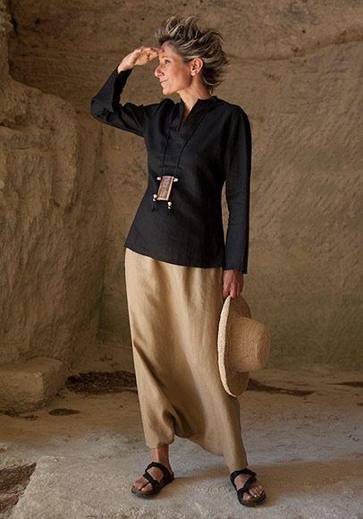 Chemisier cintré en lin noir et sarouel jupe