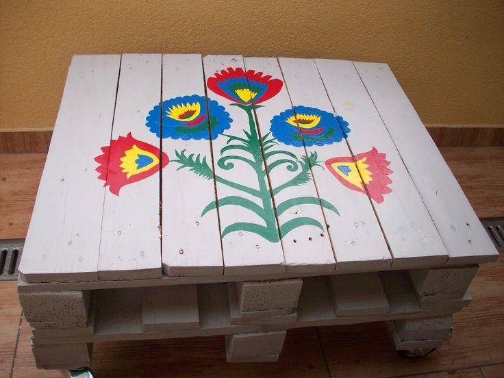 dobra gospodyni dom wesołym czyni: stolik z palet
