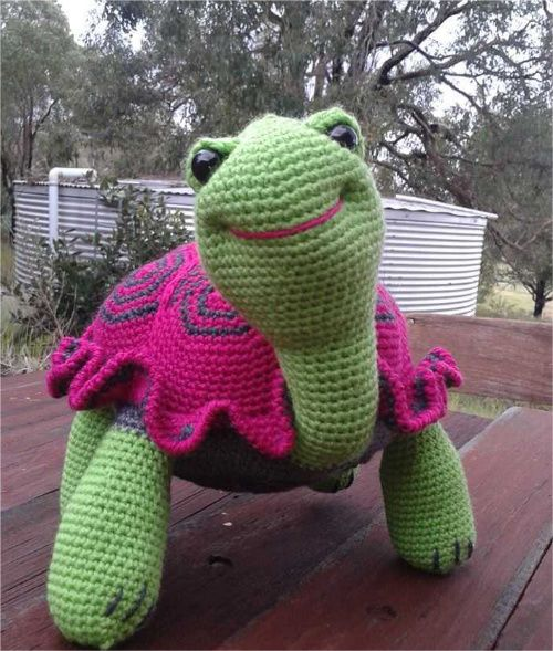 As a Valentine's Day gift to you I wanted to share the free crochet pattern for the tortoises by Linda featured previously on this blog. The Background Story Linda Davie so generously shared her story