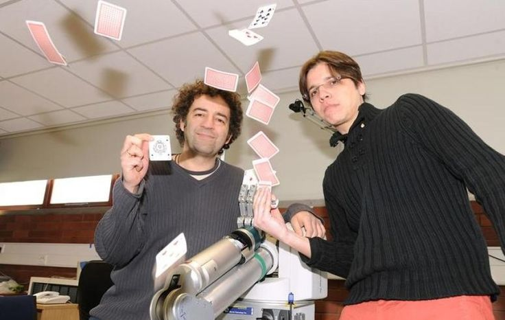 A magician is using his knowledge of magic theory and practice to investigate the brain's powers of observation.