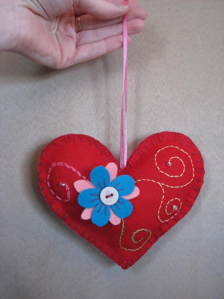 Coeur brodé de Fleur de Paix