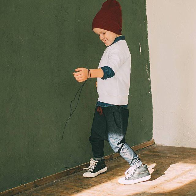 Новинка✔ Брючки из джинсового трикотажа с кучей карманов. Крутые, комфортные, базовые, подходят мальчикам и девочкам! Вобщем все как мы любим Цена 1999 руб. Размеры 98-122 Viber/What'sApp +79198093784 #minima_lis #сделановроссии #русскийбренд #хипстамама #hipstamama
